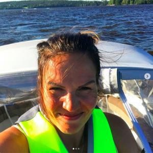 Nina Lindstedt körs Yamarin 63 DC
