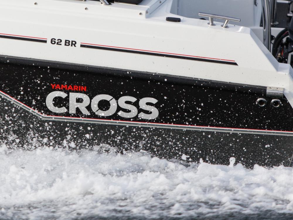 Yamarin Cross boat