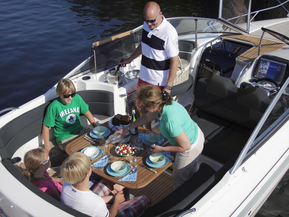 Daycruiser oleskelutilat perhe Yamarin 79 DC